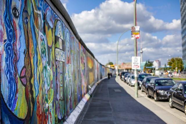 تکه ای از دیوار برلین
